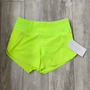 Athleta perfect run short NWT